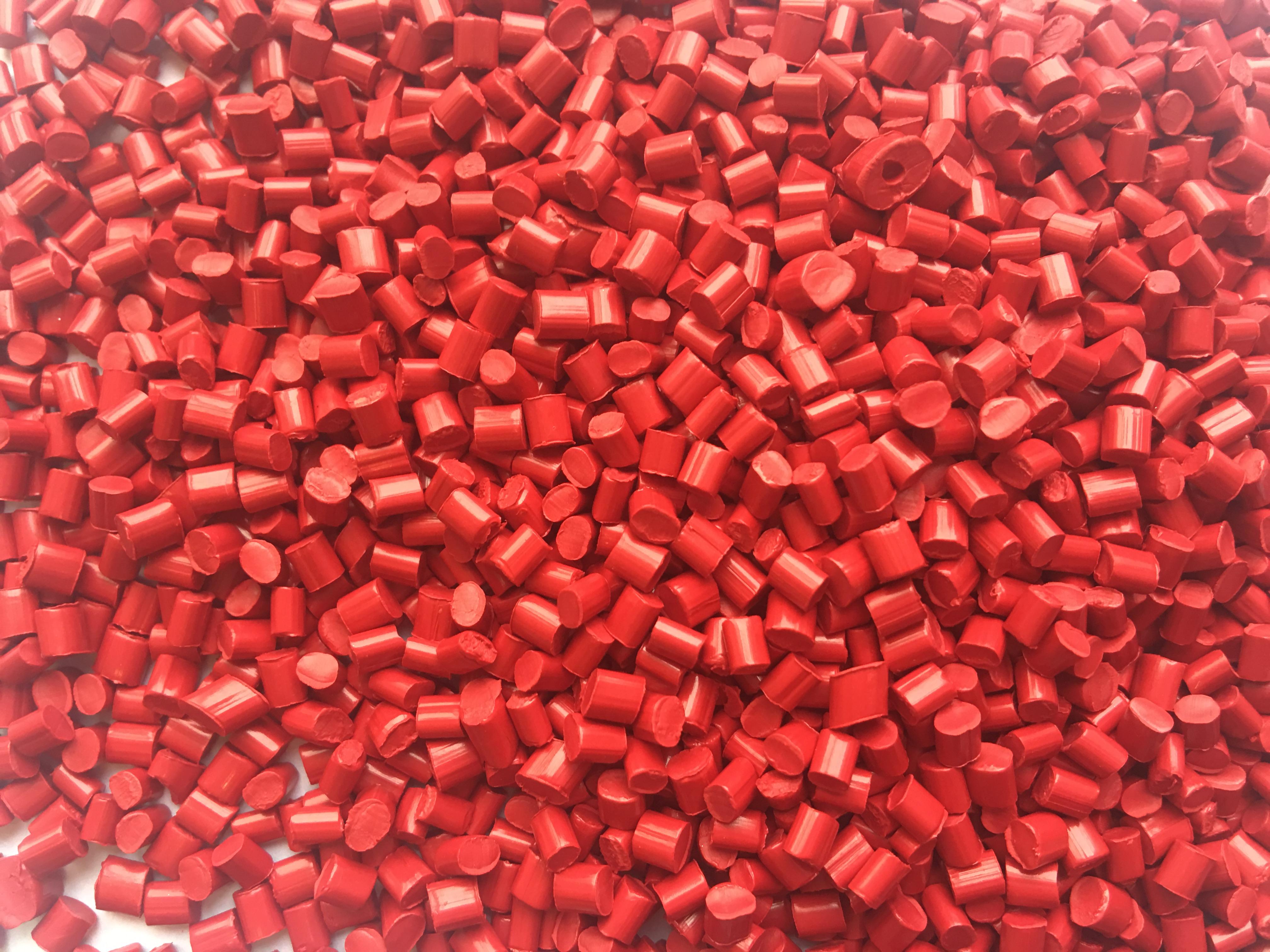 全彩PC红色母粒QC3165